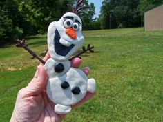 Learn how to make your own Frozen Crafts Polymer Clay Olaf on DisneyDonnaKay.com. ©Disney Donna Kay