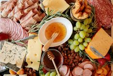 Looking for ideas on how to assemble a charcuterie board? Learn which meats, cheese, and wines to include along with stylish plating advice. Thanksgiving Appetizers, Thanksgiving Recipes, Thanksgiving Prayer, Thanksgiving Outfit, Thanksgiving Decorations, Charcuterie Board Meats, Charcuterie Ideas, Pink Punch Recipes, Wine Cheese Pairing