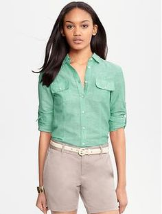 Shop for Linen-cotton chambray shirt by Banana Republic at ShopStyle. Modern Outfits, Classic Outfits, Clothing For Tall Women, Clothes For Women, The Office Shirts, Pretty Shirts, Fashion Updates, How To Roll Sleeves, Affordable Clothes