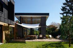 terrasse Parasol, Ville Durable, South Of France, Farmhouse, Balconies, Mansions, House Styles, Porches, Decks