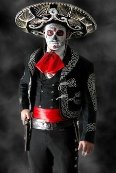 day of the dead mexico bandid mariachi costume Costume Halloween, Couples Halloween, Halloween Kostüm, Halloween Makeup, Halloween Parejas, Mexican Costume, Day Of The Dead Party, Dead Makeup