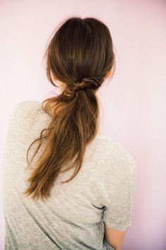 Tuto coiffure : la queue de cheval twistée