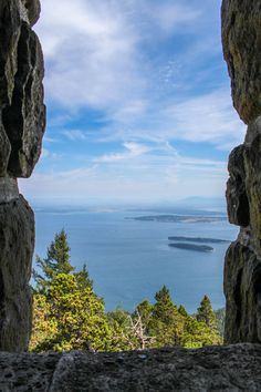 View at the top of Mount Constitution on Orcas Island, Washington state. Click through to read about other things to do on Orcas Island: http://mytanfeet.com/pacific-northwest/things-to-do-on-orcas-island-san-juan-islands/