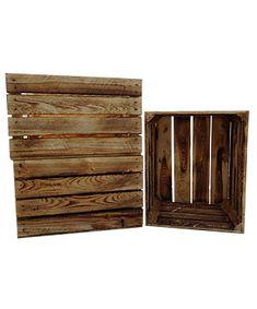 """Eines unserer absoluten Lieblingsprodukte! Es hat lange gedauert bis wir die passende Apfelkiste und die richtige Methode zum """"Flammen"""" gefunden haben. Diese Kisten werden mit einem Brenner geflammt, so dass man toll die Maserung des Holzes sehen kann. Jede Kiste ist durch diese Bearbeitung ein Unikat!  Sie eignen sich wunderbar als Dekoration, können aber aufgrund der Stabilität auch toll zum Bau von Möbeln eingesetzt werden. Die Maße betragen 50x40x30 cm  Da es sich um ein Naturprodu..."""