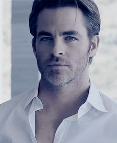 Chris Pine for Armani Code Colonia Chris Pratt, Chris Evans, Chris Pine Armani, Star Trek, Hollywood Men, Hollywood Actresses, Hot Actors, Romance, Wattpad