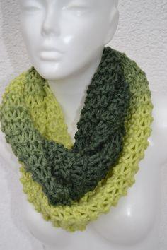 gestrickt - Merino Loop Schlauchschal Schal grün oliv meliert - ein Designerstück von Masche21 bei DaWanda