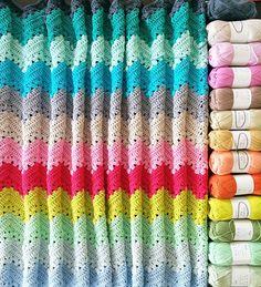 Granny chevron ripple blanket a week of crochet – CrochetObjet by MoMalron