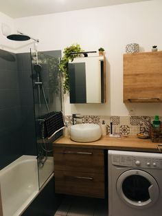 32 Inexpensive Tiny Laundry Room Design Ideas 19 32 Inexpensive Tiny Laundry Room Design Ideas – Common Decorating for a Fresh Look Small Closet Design, Tiny House Design, Tiny Laundry Rooms, Laundry Room Design, Bathroom Interior Design, Small Bathroom, Bathroom Cost, Home Deco, Sweet Home