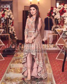Faria's Barat😍 Weddings Beautiful Pakistani Dresses, Pakistani Formal Dresses, Party Wear Indian Dresses, Pakistani Fashion Party Wear, Pakistani Wedding Outfits, Designer Party Wear Dresses, Indian Fashion Dresses, Pakistani Dress Design, Bridal Outfits