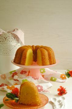 Hola cielit@s, hoy os traigo este Bundt Cake de Naranja y Yemas, ahora que ha vuelto el frío sigue apeteciendo encender el hor...