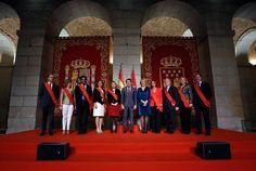 Ignacio González entrega la Gran Cruz del dos de Mayo a los Ex Consejeros de la Comunidad de Madrid.