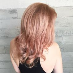 When your hair color matches your #T3Micro tools... Stylist @shurie plays with rose gold hues to give @leannebwell a fresh summer look. #T3Inspo