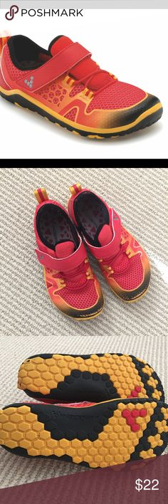 GUC vivobarefoot kids shoe Sz 28/US11 PRODUCT INFORMATION: Lightweight perf neoprene upper that is puncture-resistant. Hook-and-loop closure for an easy wear. Fabric lining for a good in shoe feel. Naturally wide toe-box for more wiggle room! V-Kids Multi-Play outsole with multi-terrain hex lug is made for wear on various surfaces. Imported. Similar to PLAE ‼️CROSS POSTED ON MERCARI‼️a bit of scuffing on toe but otherwise great condition. Retail $78 Vivo barefoot Shoes Sneakers