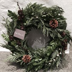 Have a nice Sunday! It's not too late to order your Christmas wreath. Have a nice Sunday! It's not too late to order your Christmas wreath. Christmas Wresth, Christmas Advent Wreath, Xmas Wreaths, Christmas Design, Christmas Decorations, Advent Wreaths, Wreath Boxes, Diy Wreath, Green Advent Wreath
