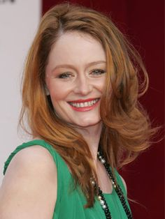 Miranda Otto's layered look is simple and sweet.