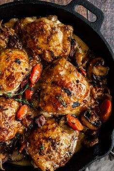 This Coq Au Vin Blanc is a classic French meal that you can make in just one pan. Layers of rich flavours make this coq au vin a sure hit Beef Bourguignon, Healty Dinner, Fast Dinners, Chicken Recipes, Chicken Coq Au Vin Recipe, Baked Chicken, Carne, Dinner Recipes, French Recipes Dinner