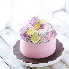 Buttercream flower cake @ivenoven