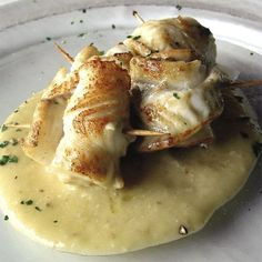 Rolls of sole with mashed potatoes Fish Dishes, Seafood Dishes, Fish And Seafood, Fish Recipes, Seafood Recipes, Gourmet Recipes, Italian Dishes, Italian Recipes, Main Course Dishes