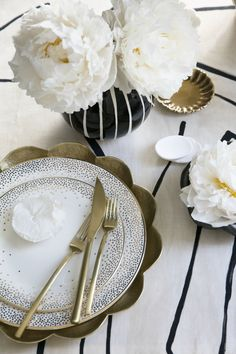 "Porter Teleo's, ""Quality of Line"" sets the table for Kelly Wearstler's china. Party Decoration, Table Decorations, Gold Cutlery, Flatware, Interior Styling, Luxury Interior, Table Manners, Festa Party, Kelly Wearstler"