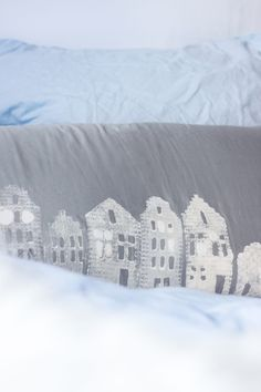 Kissen selber bedrucken, Kissen bleichen, Kissen winterlich, DIY Häuschen, Häuschen Kulisse, Häuschen basteln, Weihnachten DIY, Kissen bedrucken