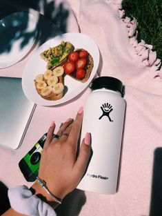 creds: zhirelle on vsco Healthy Snacks, Healthy Recipes, Food Goals, Aesthetic Food, Beach Aesthetic, Food Cravings, Gordon Ramsay, Love Food, Healthy Lifestyle