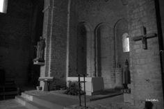 """Sant Jaume de Frontanyà (Berguedà, Barcelona) . Se trata de una iglesia de cruz latina con nave y tres ábsides ubicados en el transepto, cubierta con un cimborio de doce lados, único en Cataluña. Gran parte de la localidad se halla bajo la protección de Bien de Interés Cultural, como entorno de protección de la iglesia. Fue declarada como tal el 25 de noviembre de 2005""""."""