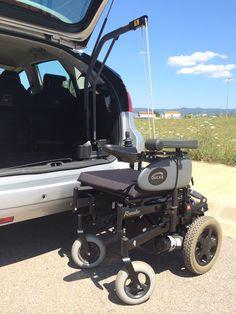 REBAJE DE PISO - CITROËN C4. Las grúas eléctricas que instalamos en Válida Car son unos mecanismos eléctricos que permiten al usuario levantar y cargar todo tipo de sillas de ruedas y scooters en la parte trasera del coche. Ello se consigue de una forma cómoda, sencilla y sin realizar ningún tipo de esfuerzo, presionando tan solo un interruptor. Las grúas eléctricas están a disposición del usuario en varias versiones, en función de cada necesidad y capacidad de carga.
