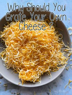 Why You Should Grate Your Own Cheese -- It's WORTH the extra step! Healthy Appetizers, Healthy Breakfast Recipes, Healthy Dinner Recipes, Appetizer Recipes, Healthy Snacks, Cooking Recipes, Cooking Tips, Food Hacks, Baking Hacks