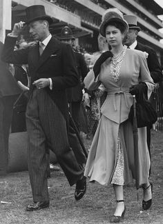 King George VI - and his daughter, Princess Elizabeth (later Queen Elizabeth II), at Epsom Downs Racecourse for the Derby, Surrey, June (Photo by Paul Popper/Popperfoto/Getty Images) Elizabeth King, Princess Elizabeth, Princess Margaret, British Monarchy History, Adele, Royal Family Pictures, Royal Uk, Elisabeth Ii, Her Majesty The Queen
