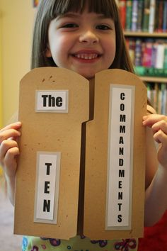 Spark and All: The Ten Commandments Tablet Lapbook Sunday school art and craft ideas! Bible Story Crafts, Bible School Crafts, Bible Crafts For Kids, Preschool Bible, Kids Bible, Bible Stories, Sunday School Projects, Sunday School Activities, Sunday School Lessons