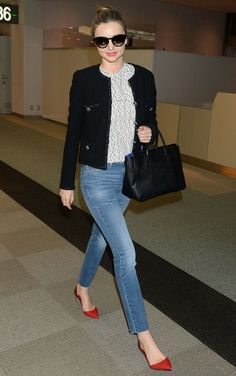 Miranda Kerr Narita Airport in Tokyo April 6 2014 wearing MIH NOUVELLE high waisted jeans, ( which i own also), spotted top and Chanel jacket with red pumps. Estilo Miranda Kerr, Miranda Kerr Street Style, Miranda Kerr Fashion, Miranda Kerr Outfits, Business Travel Outfits, Business Outfit Frau, Fashion Catwalk, Look Fashion, Fashion Outfits