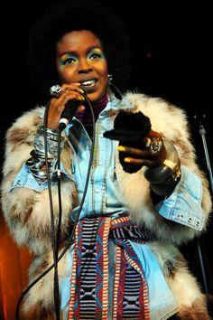 Lauryn Hill, queria ter o rosto, o cabelo, a voz dela...linda demais!