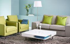 Kahden istuttava KIVIK-sohva, MELLBY-nojatuolit ja TOFTERYD-sohvapöytä.