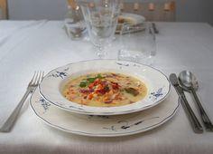 Savuporokeitto on ihanan lämmittävä keitto hiihtopäivän jälkeen. Se sopii myös juhlavaksi alkuruoaksi. http://blogit.savonsanomat.fi/haarukka-oikealla/33443/