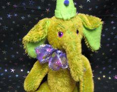 Eek, Funky, soft sculpture, mohair, clown Ellie / Elephant by Melanie Clark Soft Sculpture, Dinosaur Stuffed Animal, Elephant, Teddy Bear, Unique, Handmade Gifts, Happy, How To Make, Animals