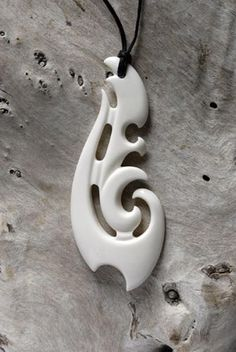 linked koru pendant, Kerry Thompson (Maori) Kerry Thompson is a master of traditional wearable art. He is one of New Zealand's best known and most skilled carvers with an unmistakable style that. Wooden Jewelry, Jewelry Art, Fish Hook Necklace, Cultural Crafts, Bone Crafts, Maori Designs, Animal Bones, Maori Art, Carving Designs