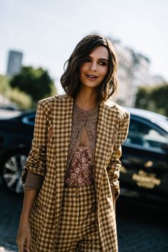 The latest fashion trends & style advice. See the best designer & high-street shopping catwalk fashion red carpet & celebrity style options for you. Emily Ratajkowski, Mode Style, Style Me, Modell Street-style, Look Formal, Cooler Look, Estilo Fashion, Street Style, Mode Inspiration