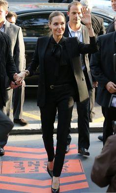 """Angelina Jolie en un traje de Saint Laurent para el estreno de """"World War Z"""" en París"""