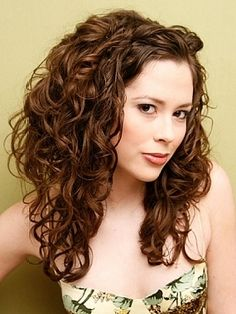 Google Image Result for http://beautyhill.com/img/arts/2010/Nov/30/793/curly_holiday_hair_thumb.jpg