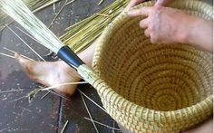 How To Build A Bee Skep - http://www.ecosnippets.com/livestock-animals/how-to-build-a-bee-skep/