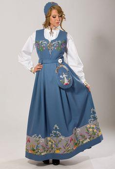 Pretty folk costume Bilderesultat for oslobunad mørkeblå Folk Costume, Costume Dress, Costumes, Folk Fashion, Ethnic Fashion, Womens Fashion, Unique Dresses, Beautiful Dresses, Frozen Costume