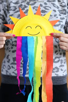 Easy Summer Crafts for Kids to Keep them Entertained and Busy! - Easy Summer Crafts for Kids to Keep them Entertained and Busy! Spring Crafts For Kids, Diy Crafts For Kids, Art For Kids, Kids Diy, Toddler Summer Crafts, Summer Kids, Paper Plate Crafts For Kids, August Kids Crafts, Easy Toddler Crafts 2 Year Olds
