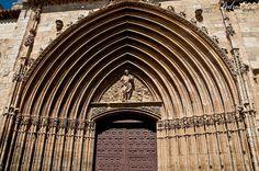 ARANDA de DUERO (Burgos),España  Portada gótica del Templo de San Juán  foto Pedro Otero