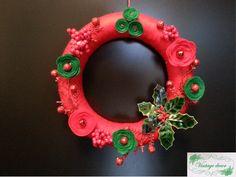 Red and green felt flowers wreath. Felt Flower Wreaths, Felt Flowers, Winter's Tale, A Christmas Story, Crochet Earrings, Green, Handmade, Crown, Hand Made