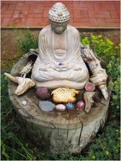 Meditation and offerings... Meditation Garden, Meditation Rooms, Meditation Corner, Deco Zen, Sacred Garden, Home Altar, Sacred Art, Gardening, Feng Shui