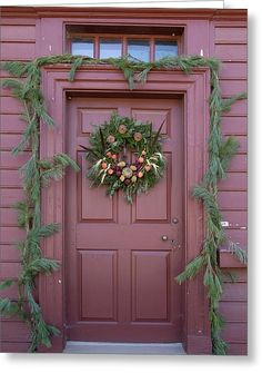 Door of the George Reid House in Colonial Williamsburg, Virginia. Decor, Mexican Decor, Primitive Homes, Porch Decorating, Colonial Williamsburg Christmas, Colonial House, Colonial Decor, Colonial Front Door, Christmas Front Doors