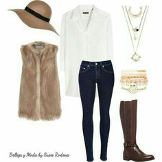 Combinación chaleco de peluche perfecto para el frío. Chaleco de peluche, jeans de mezclilla, camisa manga larga blanca, accesorios dorados y bota café