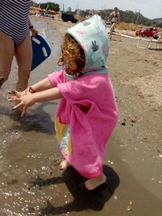 My princess' surfer_poncho towel My Princess, Little Princess, Plushies, Towel, Crochet, Hats, Diy, Fashion, Moda