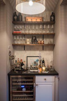 Popular Home Mini Bar Kitchen Designs Ideas To Have Asap 41 Basement Bar Designs, Home Bar Designs, Basement Ideas, Kitchen Bar Design, Bar Kitchen, Kitchen Designs, Bar Sala, Coin Bar, Home Bar Essentials