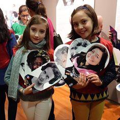 """Hoy en el blog os hablamos de una Expo """"Mujeres Nobel"""" a la que os encantará acompañar a vuestros hijos... #spoilers con ceremonia de entrega de premios 🏅🏅incluida 🤐. . #HoyenelBlog #SemanaCienciaMadrid #MujeresNobel #MuseoCienciasNaturales #aprenderpuedeserdivertido #planesdivertidosniños #MadridconM #primerolacomunidad #learningisfun #magicofchildhood #childhoodmemories #childhoodunplugged #cameramama #mumswithcamera #happykids #happymoments"""